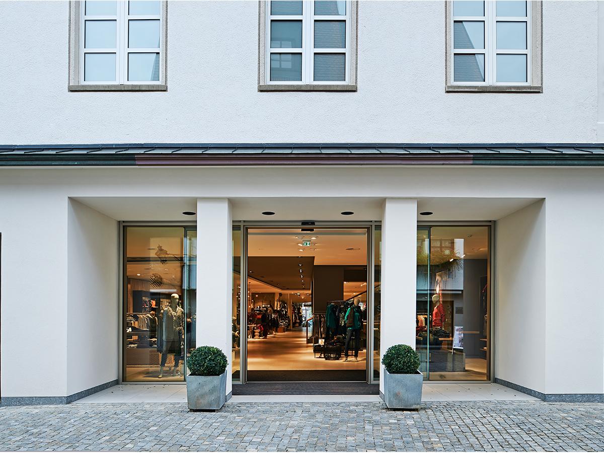 Eingangsbereich des Modehaus Schild in Günzburg