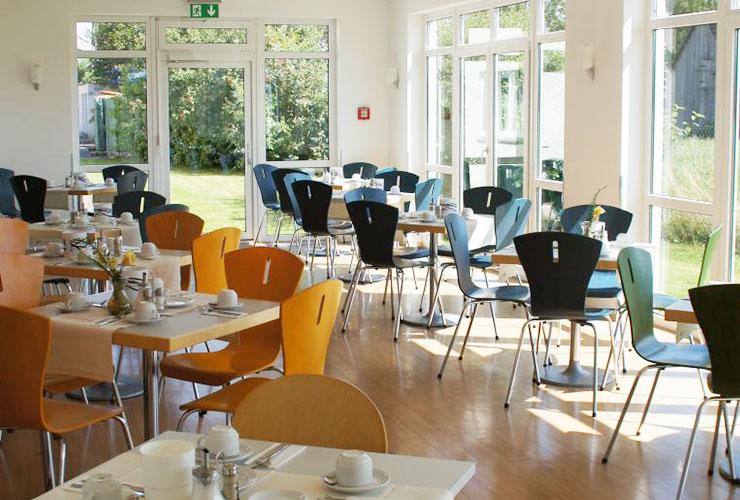 Lichtdurchflutete Frühstücksräume im Eurohotel