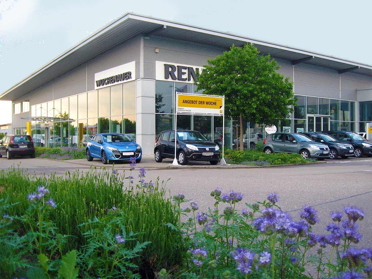 Ansprechende und einladende Ausstellungsräume im Autohaus