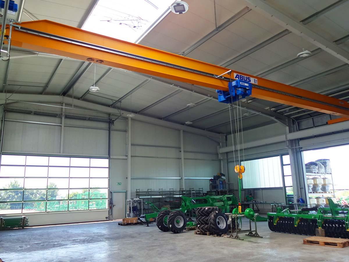 Innenansicht der Fertigungshalle der Kerner Maschinenbau GmbH