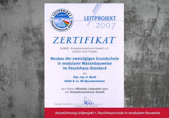 Auszeichnung-Leitprojekt-Kumas-erste-Passivhausschule