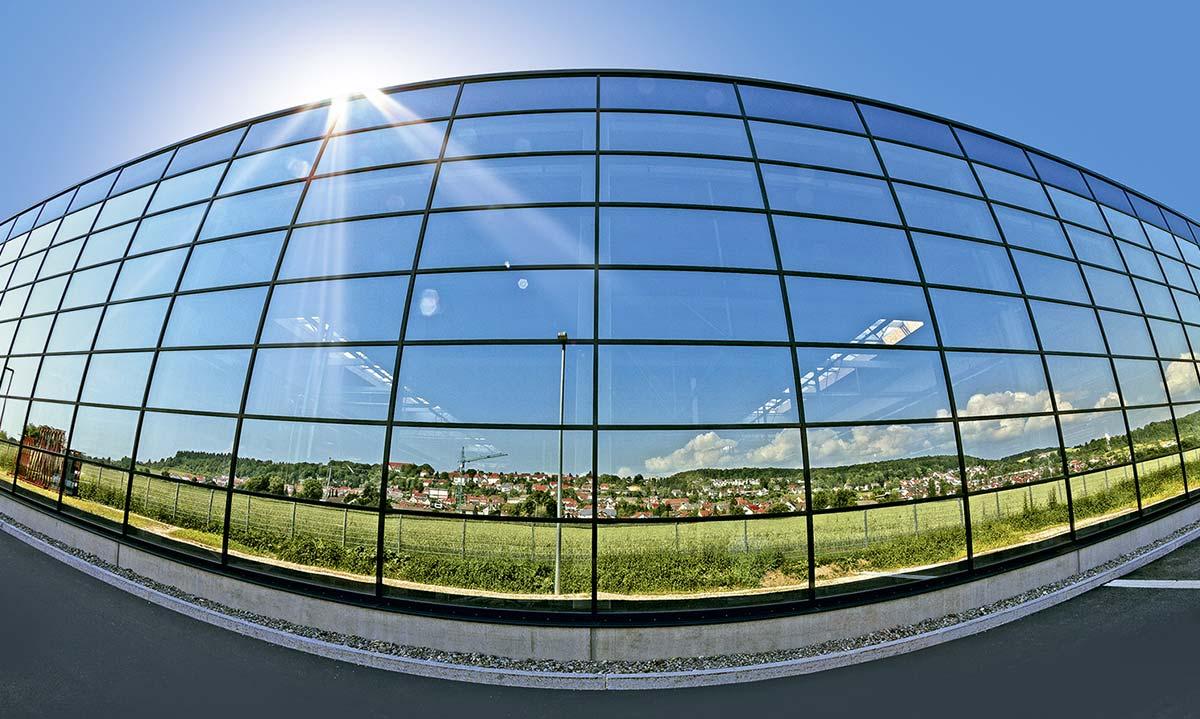 Fensterfront der Produktionshalle der Firma Gugelfuss GmbH in Elchingen Bauunternehmen bendl