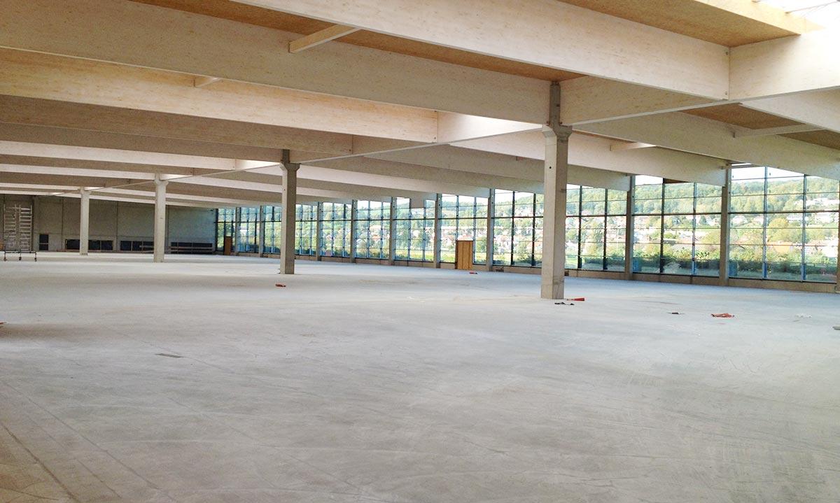 Innenansicht der Produktionshalle Gugelfuss in Elchingen vom Bauunternehmen bendl aus Günzburg