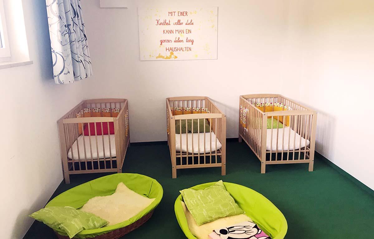 Gemütliche Schlafräume für die Kinder in der Kita in Lauingen.