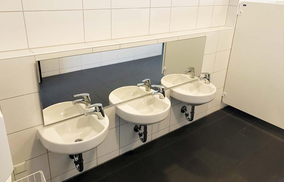 Frisch sanierte Kinderwaschbecken in der Kita St.-Martin in Lauingen