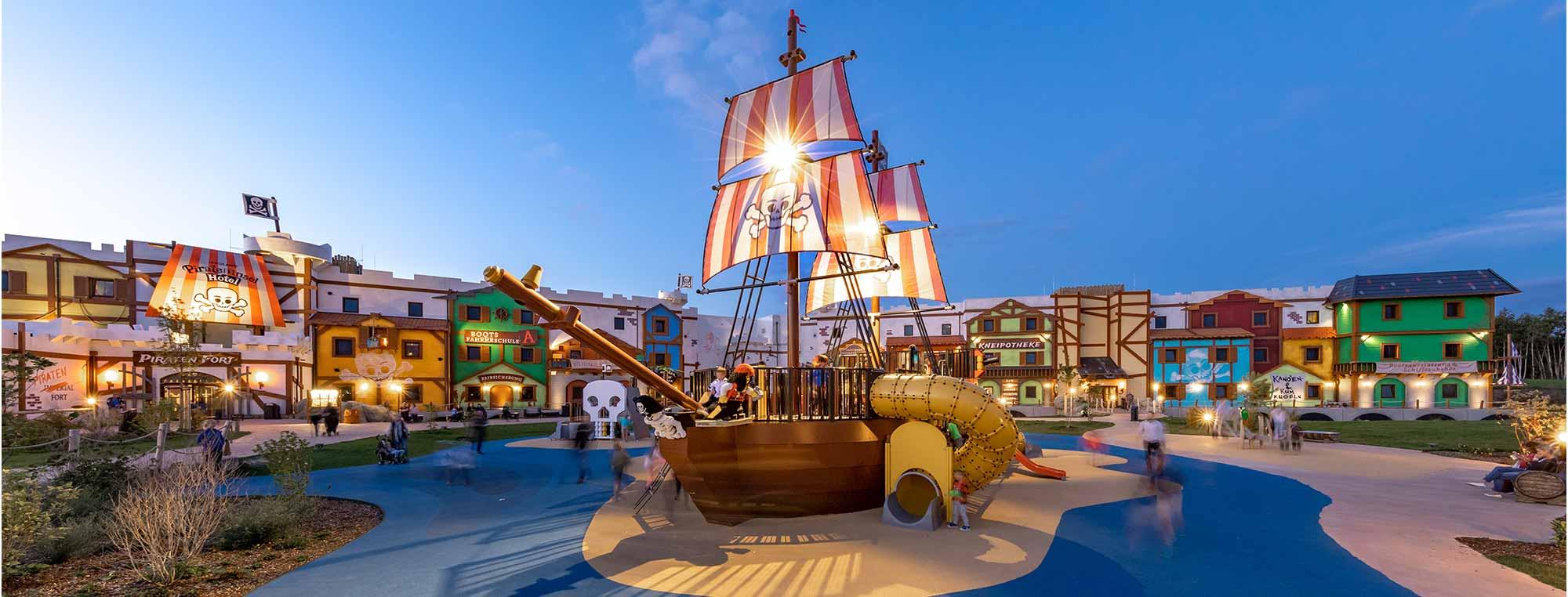 Die Übernachtungsanlage Pirateninsel im Legoland Feriendorf in Günzburg. Im Rohbau errichtet durch das Bauunternehmen bendl in Günzburg.