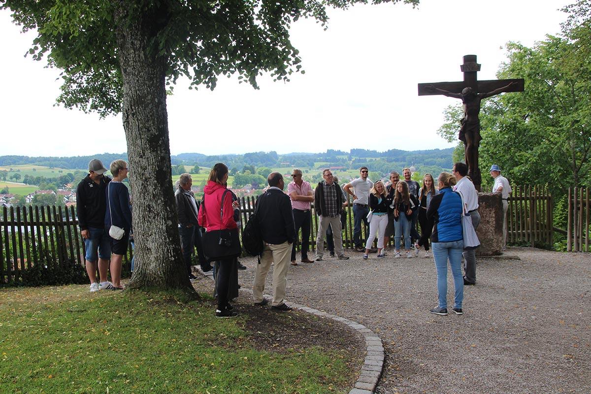 Die Führung auf dem Gelände des Klosters in Andechs