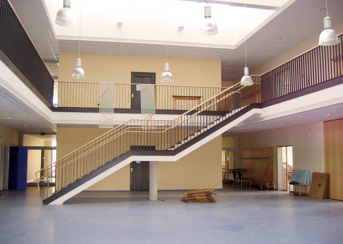 Der Eingangsbereich der Grundschule in Passivbauweise