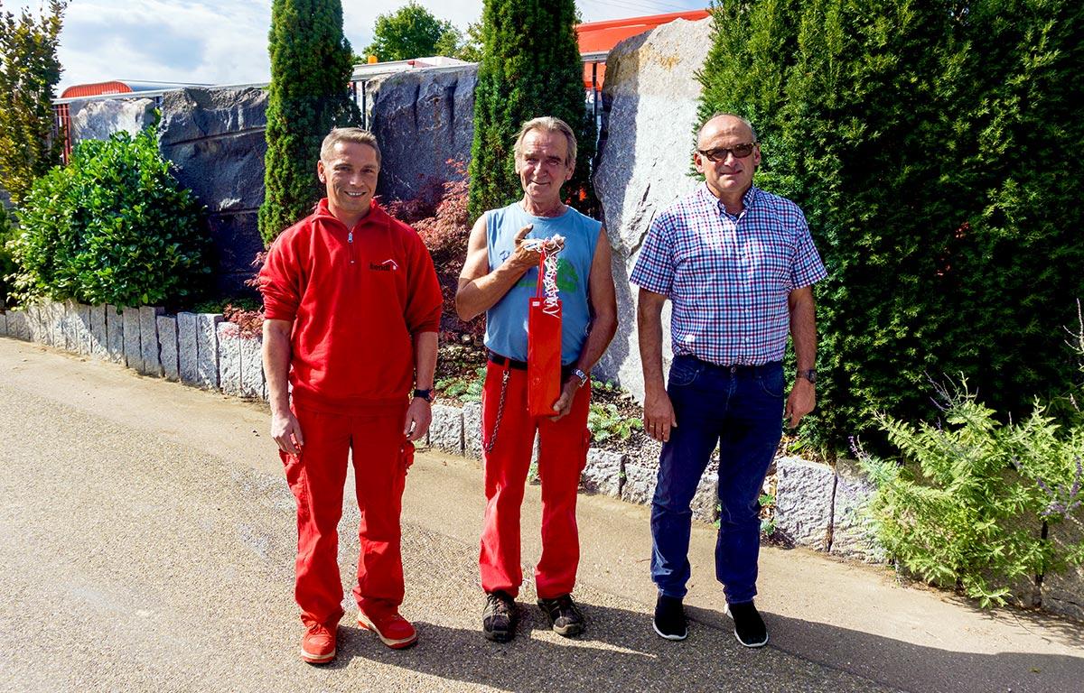 Bild v.l.: Bauhofleiter Marcus Götz, Bauhofmitarbeiter Harald Kraus und Betriebsratsvorsitzender und Hochbau-Abteilungsleiter Bernhard Sailer.
