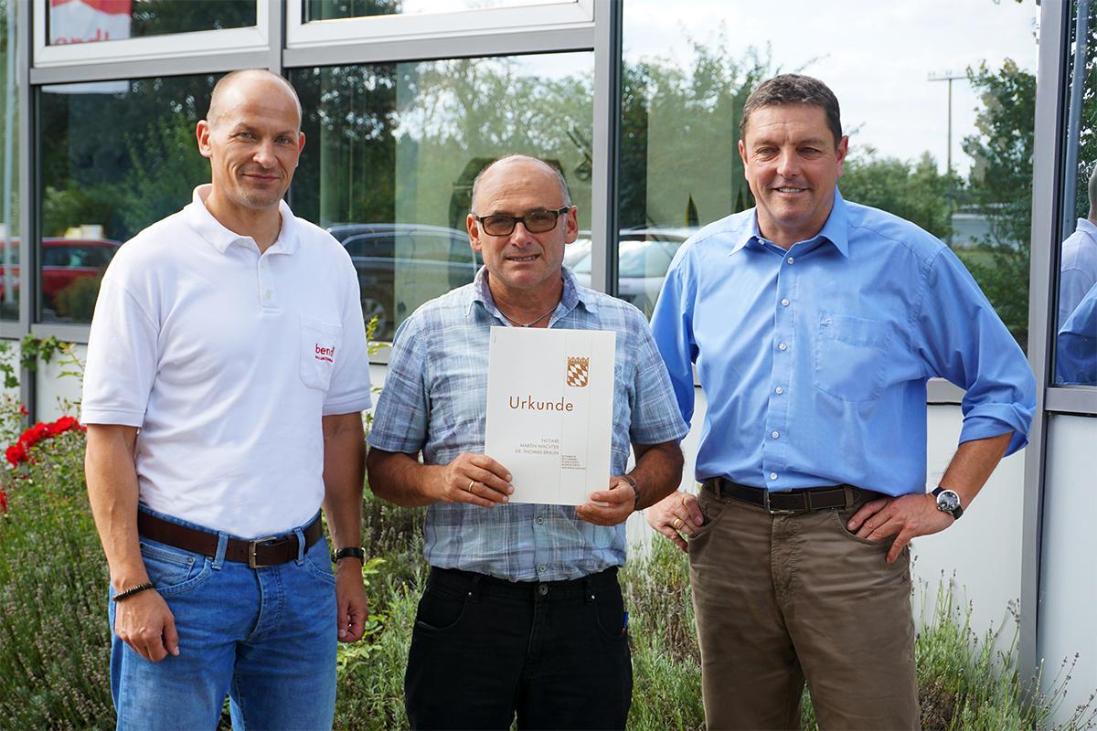 Bild von links: Geschäftsführer Tobias Keck, Hochbau-Abteilungsleiter und neuer Prokurist Bernhard Sailer sowie geschäftsführender Gesellschafter Stefan Wiedemann.