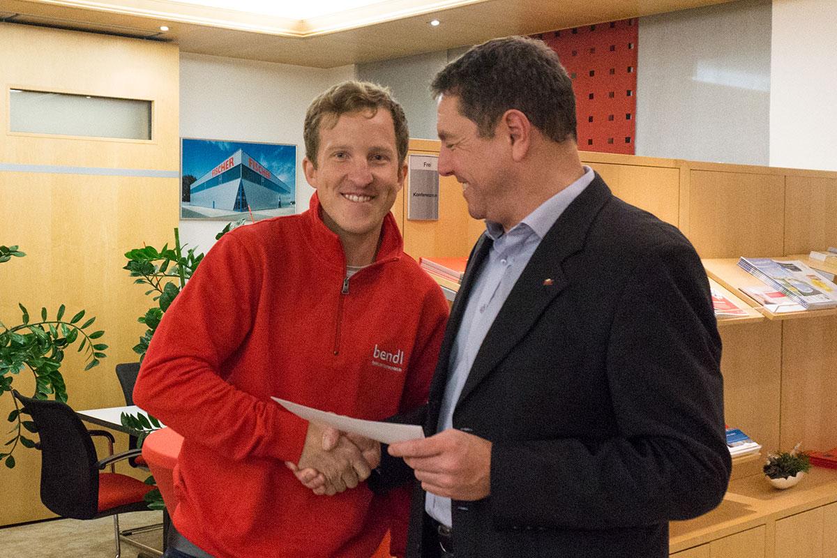Bauschnelldienst-Bauleiter Volker Schreier wurde für 14 Sonderlobe geehrt