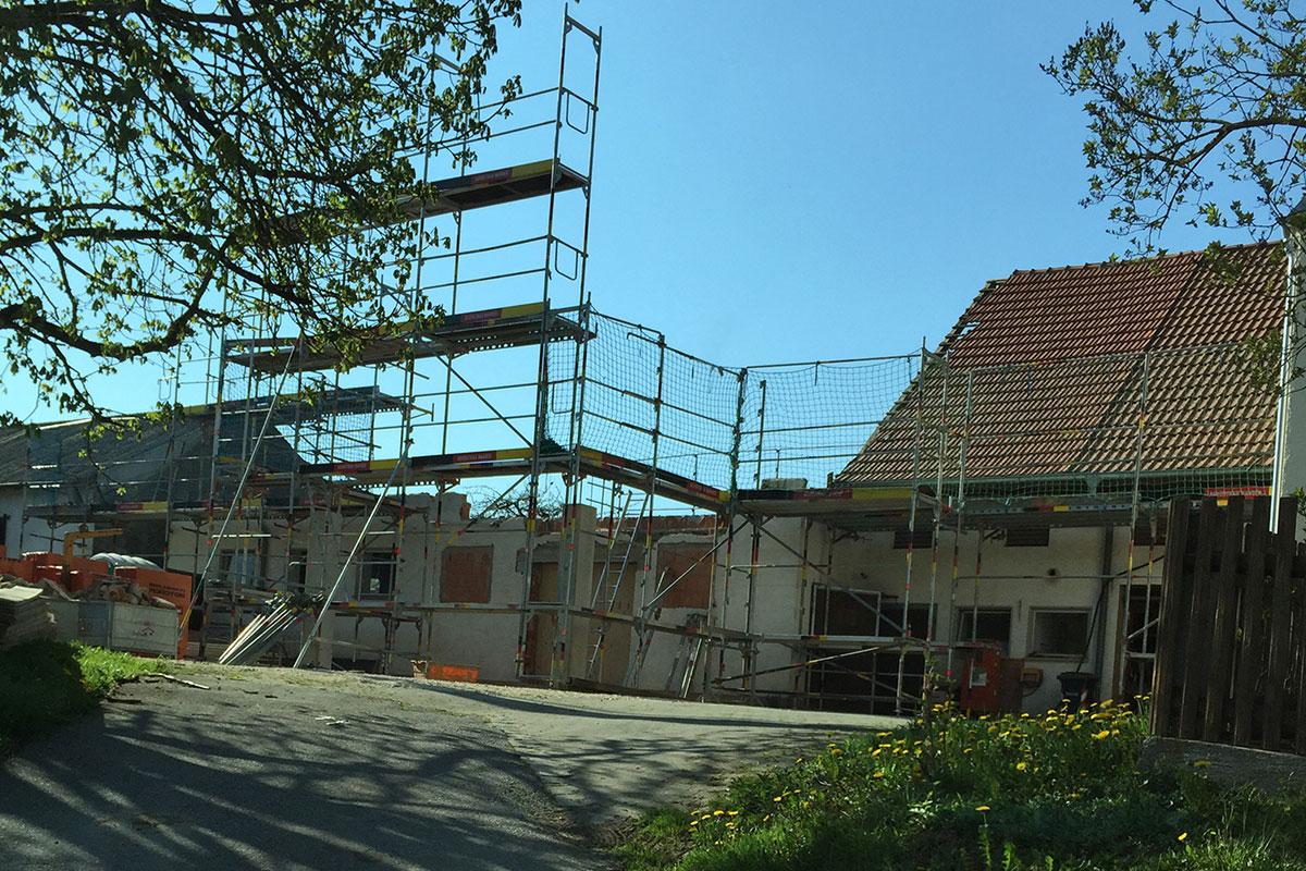 Der alte Dachstuhl wurde abgetragen