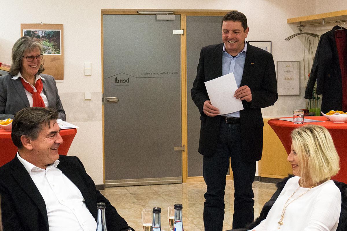 Geschäftsführender Gesellschafter Stefan Wiedemann begrüßt die Gäste zur Preisverleihung der Fragebogenauswertung 2016