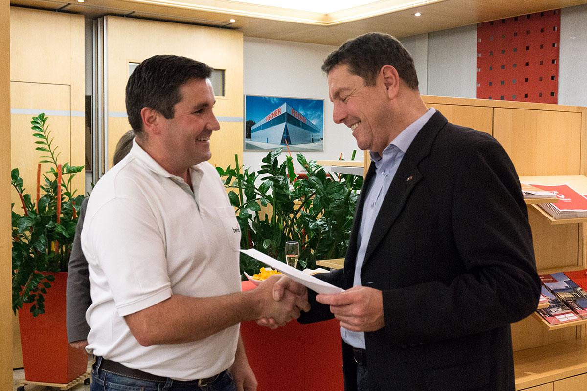 Kanalsanierungs-Abteilungsleiter Lukasz Matuschek wurde für einen Schnitt von 1,47 geehrt