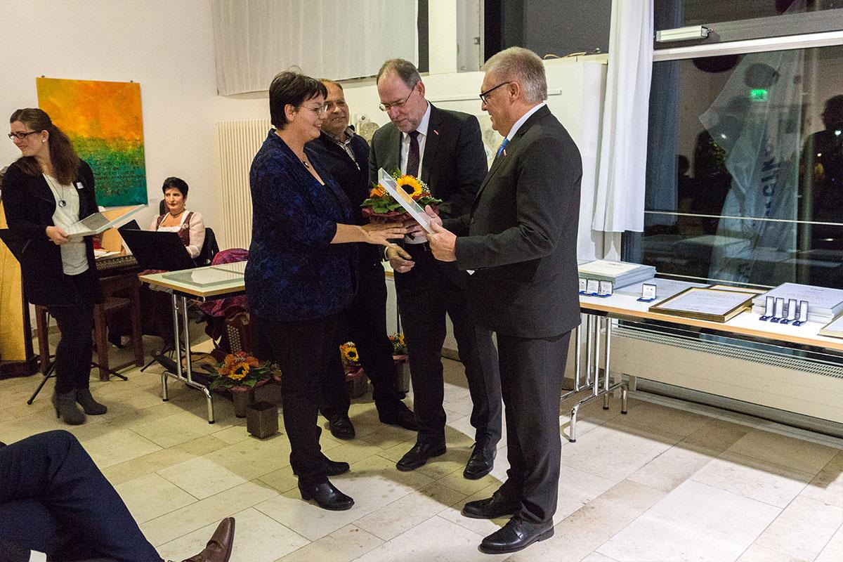 Katrin Grau feiert 10 Jahre Betriebszugehörigkeit beim Bauunternehmen bendl in Günzburg