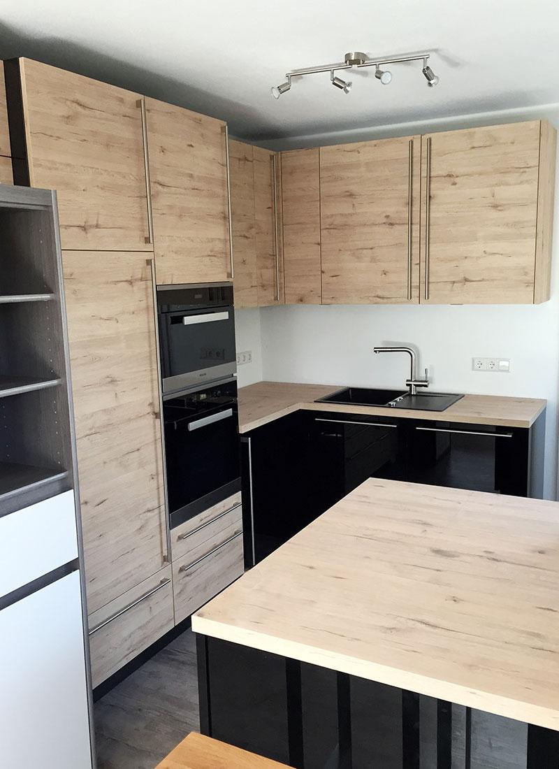 Eine neue Küche fand auch ihren Platz nach der Renovierung durch bendl