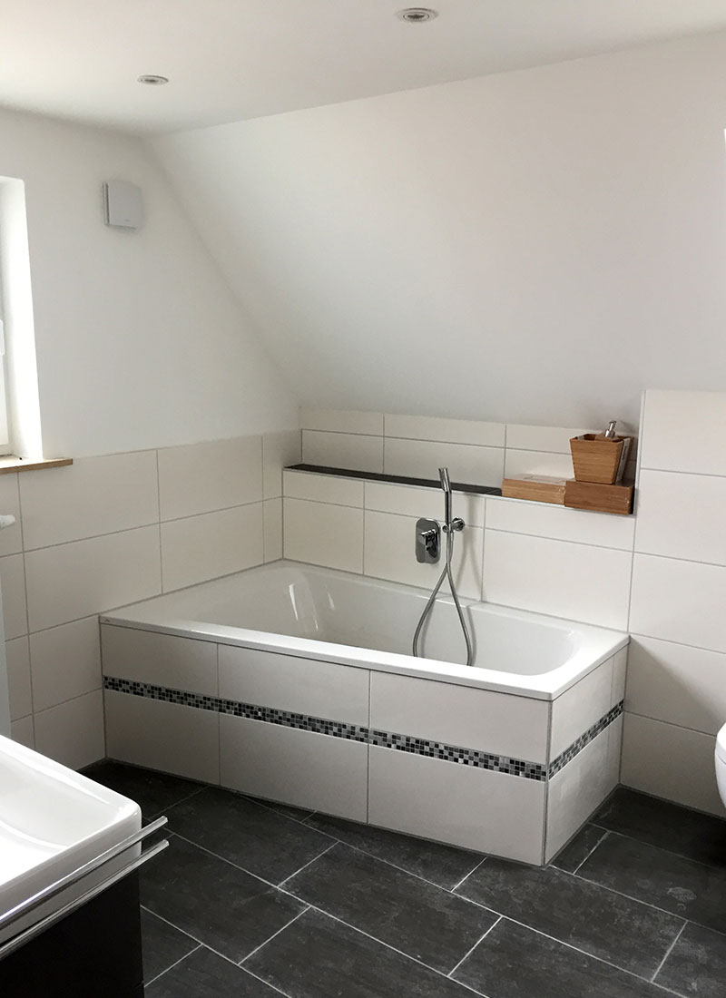 Das neue Badezimmer mit neuer Badewanne lädt ein zu entspannten Momenten