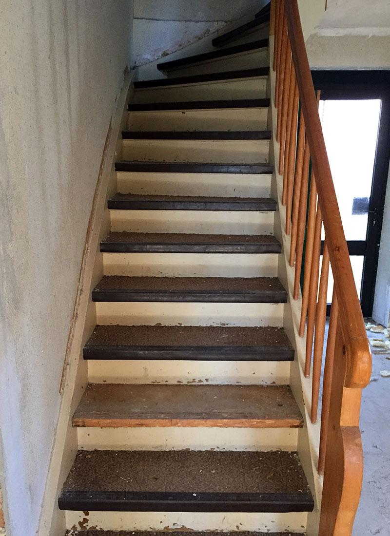 Der Treppenaufgang vor der Renovierung war wenig ansehnlich