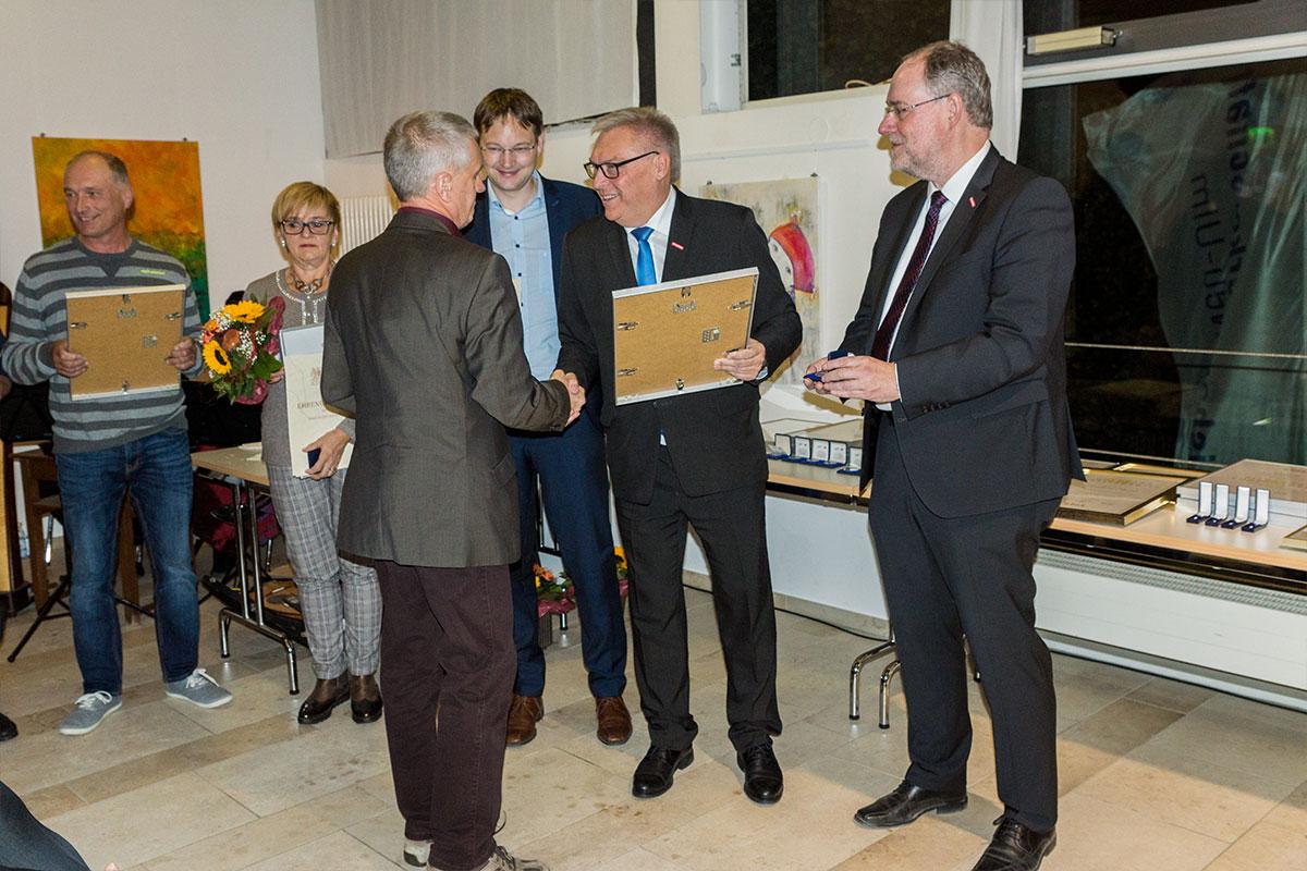 Waldemar Sauter feiert 20 Jahre Betriebszugehörigkeit beim Bauunternehmen bendl