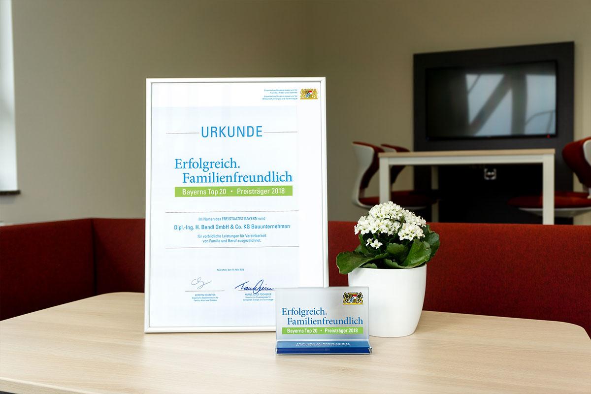 Wir sind stolz, darauf zu Bayerns Top 20 familienfreundlicher Arbeitgeber zu gehören.