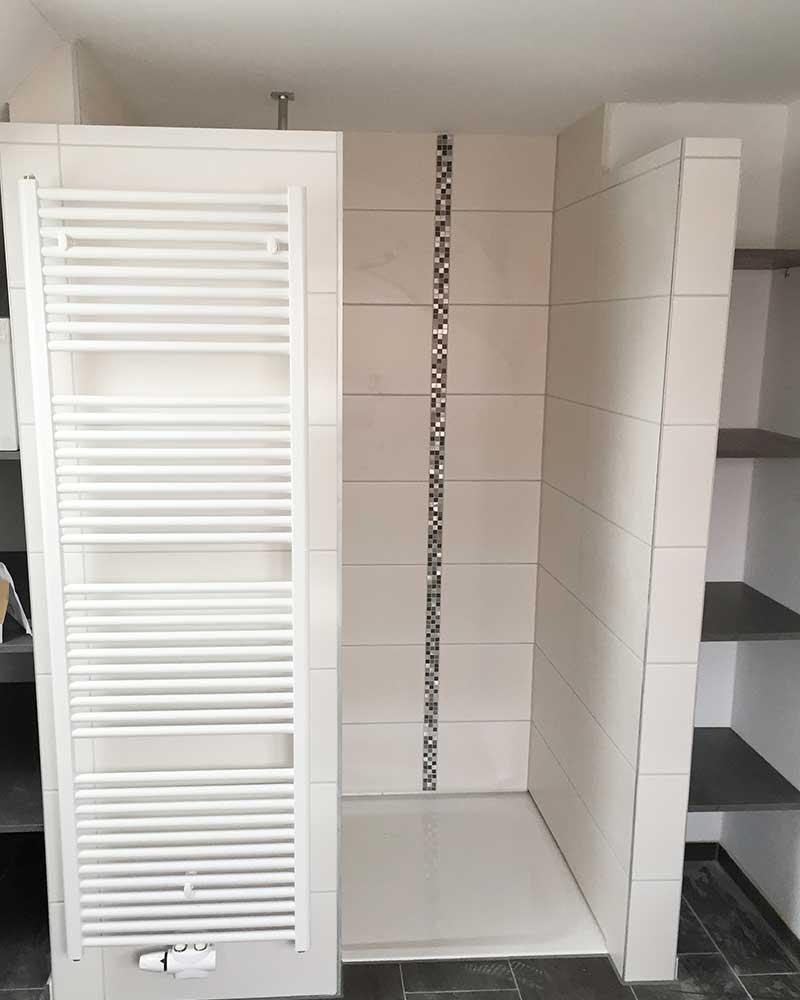 Die neue Duschkabine nach der Badsanierung durch das bendl-Bauschnelldienst-Team