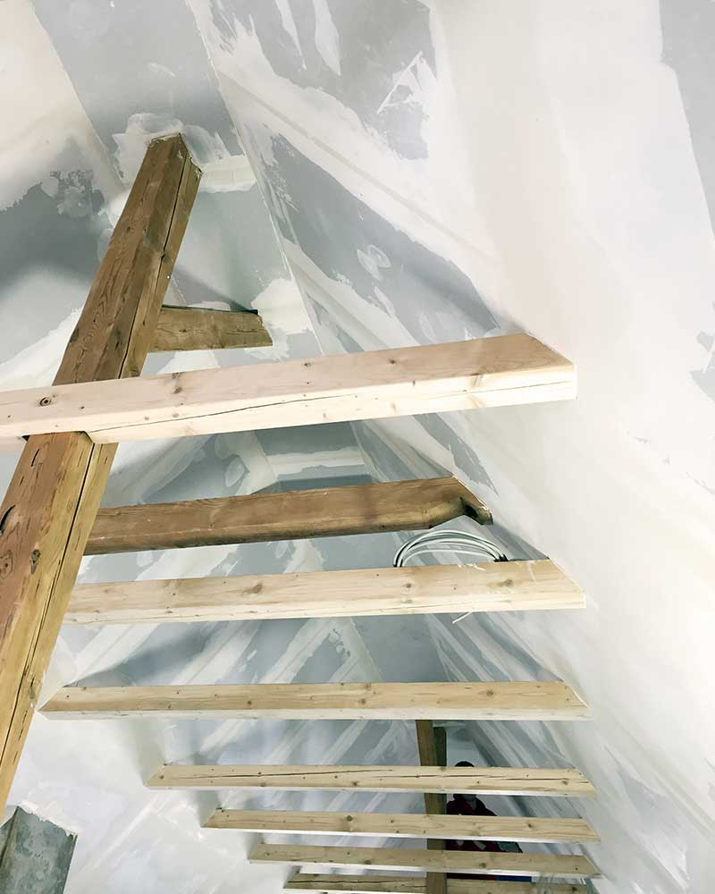 Trockenbauarbeiten im Dachgeschoss eines Wohnhauses