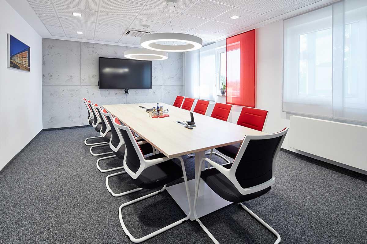 Zukunftsweisende und moderne Besprechungsräume beim Bauunternehmen bendl in Günzburg.