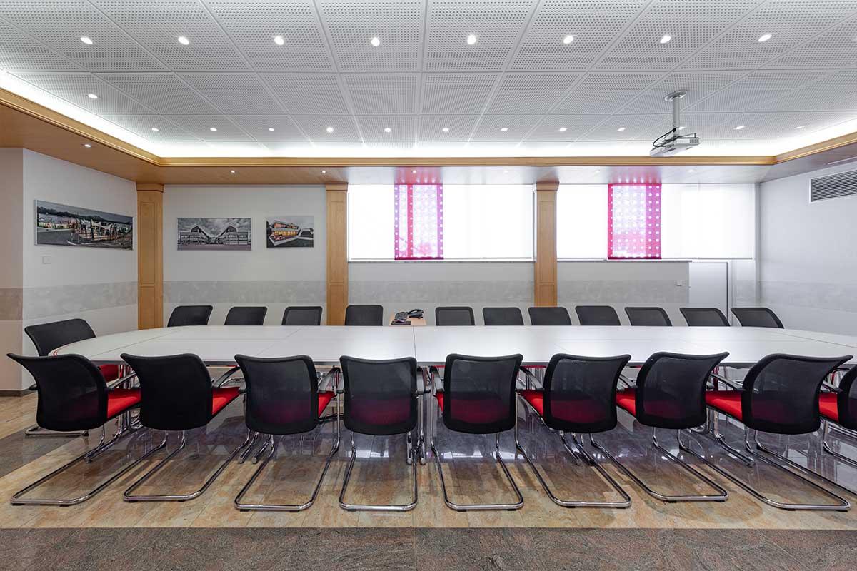 Unser großes und repräsentatives Besprechungszimmer im Erdgeschoss.