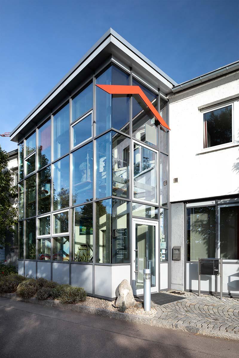 Der Eingangsbereich zum Bauunternehmen bendl