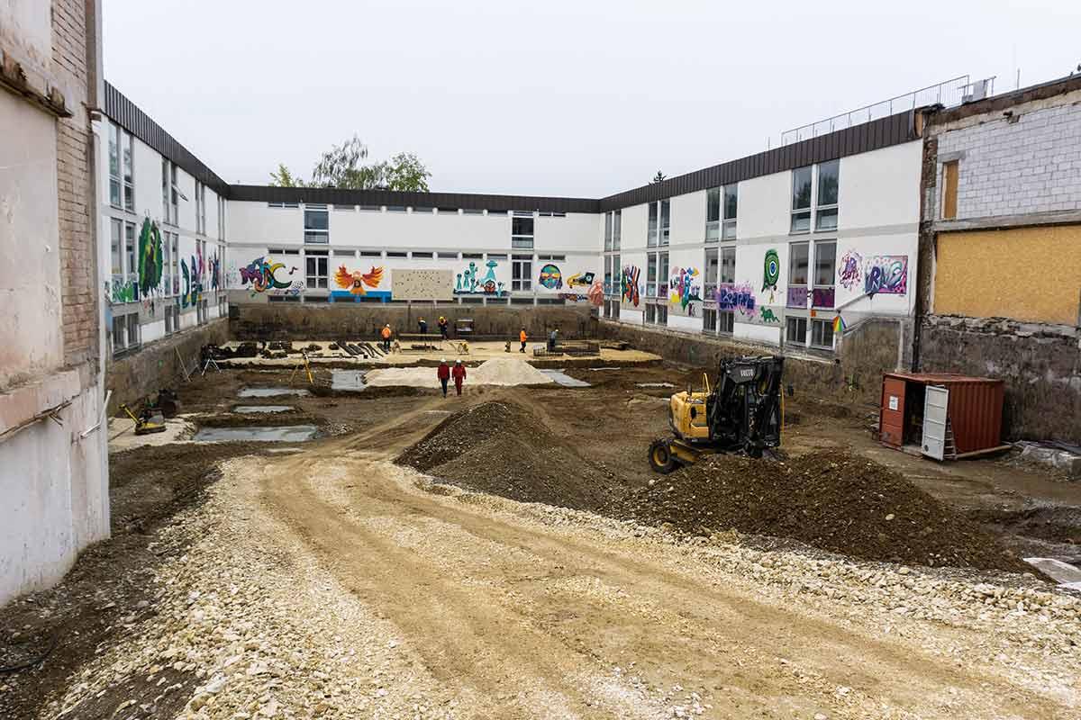 Hier findet die neue Pausenhalle des Dossenberger Gymnasiums ihren Platz.