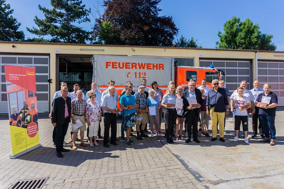Alle Spender, Förderer und Unterstützer der neuen Feuerwache in Günzburg wurden beim Richtfest namentlich geehrt.