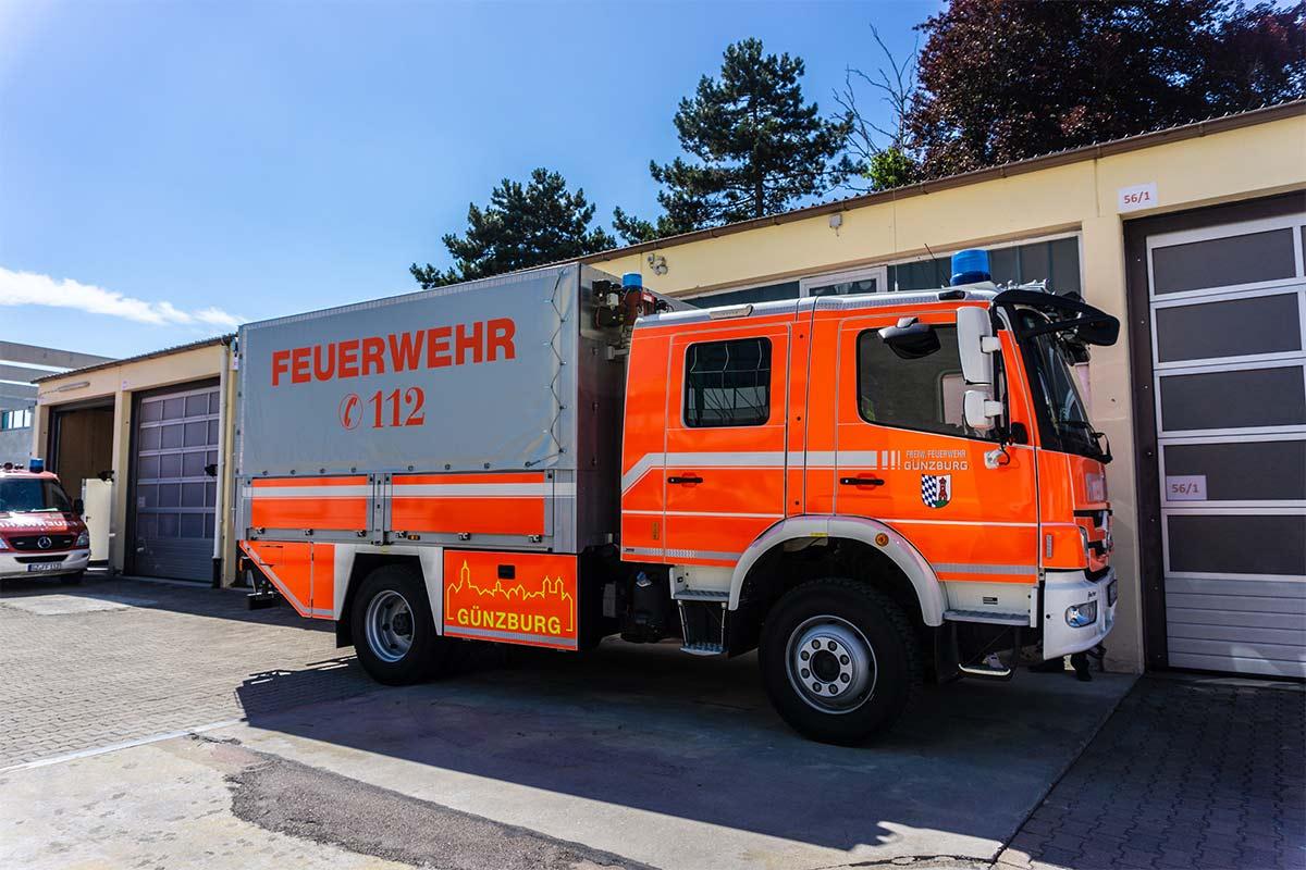 Die Feuerwehr in Günzburg hat Grund zur Freude und feiert Richtfest für die neue Feuerwache.