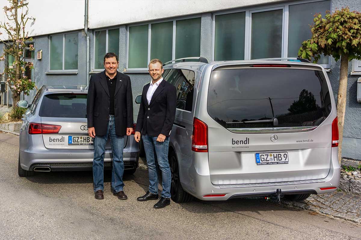 Geschäftsführender Gesellschafter Stefan Wiedemann und Mitglied der Geschäftsleitung Stefan Weißenhorner vom Bauunternehmen bendl freuen sich ebenfalls.