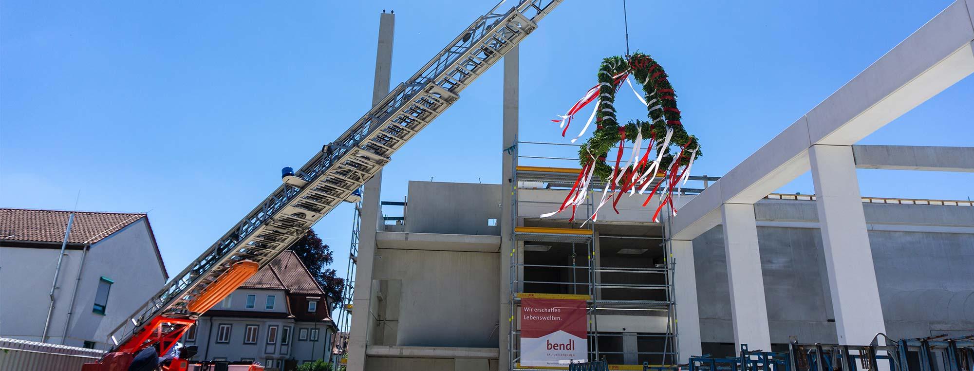 Günzburger Feuerwache feiert Richtfest für das 9. Mio. Bauprojekt.
