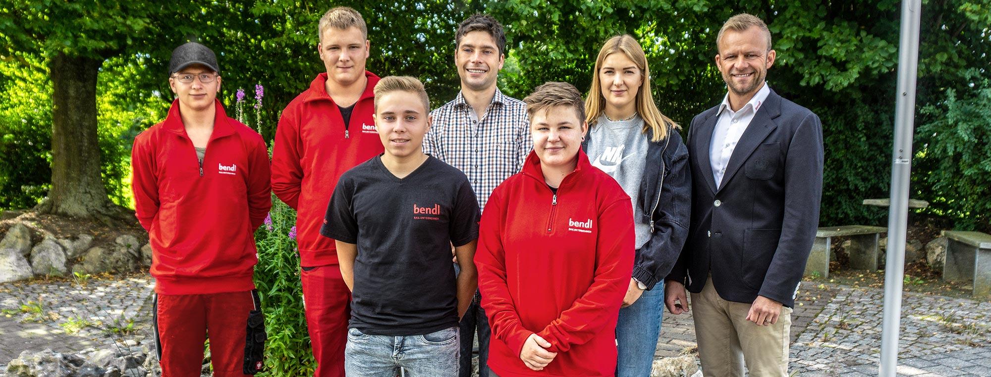 Das Bauunternehmen bendl aus Günzburg berüßt im September 2019 fünf Auszubildende. Darunter sogar zwei Mädchen die den Grundstein für Ihre Karriere im technischen und gewerblichen Bereich legen.