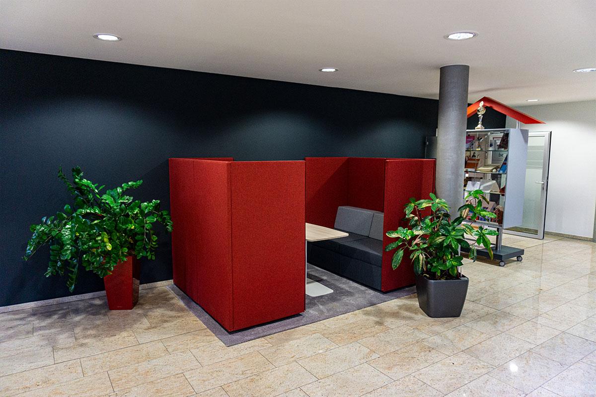 Wir freuen uns auf Ihren Besuch und tauschen uns gerne mit Ihnen in unserer neuen Sitzecke aus. Bauunternehmen bendl Günzburg