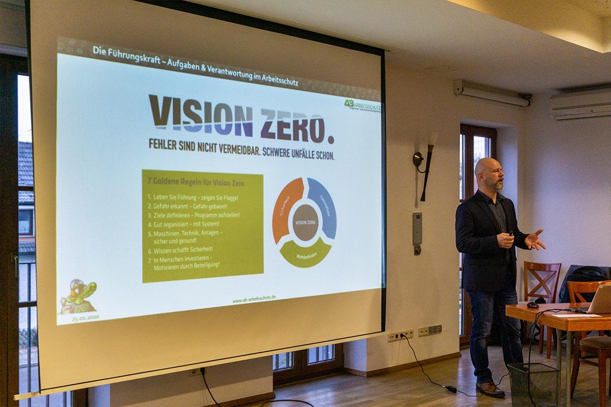 Herr Bladeck informierte über den Arbeitsschutz in der Praxis auf den bendl Poliertagen 2020.