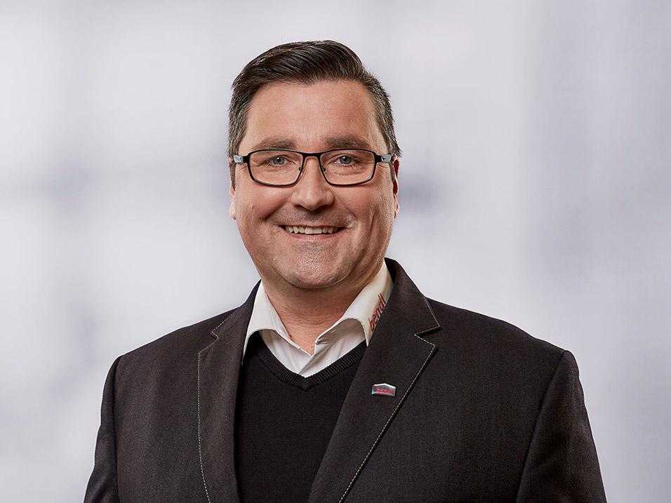 Lukasz Matuschek vom Bauunternehmen bendl in Günzburg