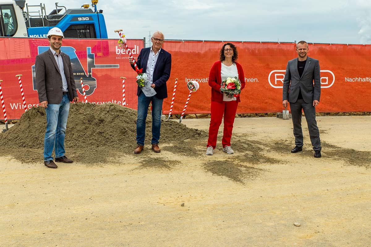 Die Firma Reflexa feierte Spatenstich für zwei neue Hallen, sowie eine Feuerwehrumfahrt, 50.000l Löschwassertanks uvm.