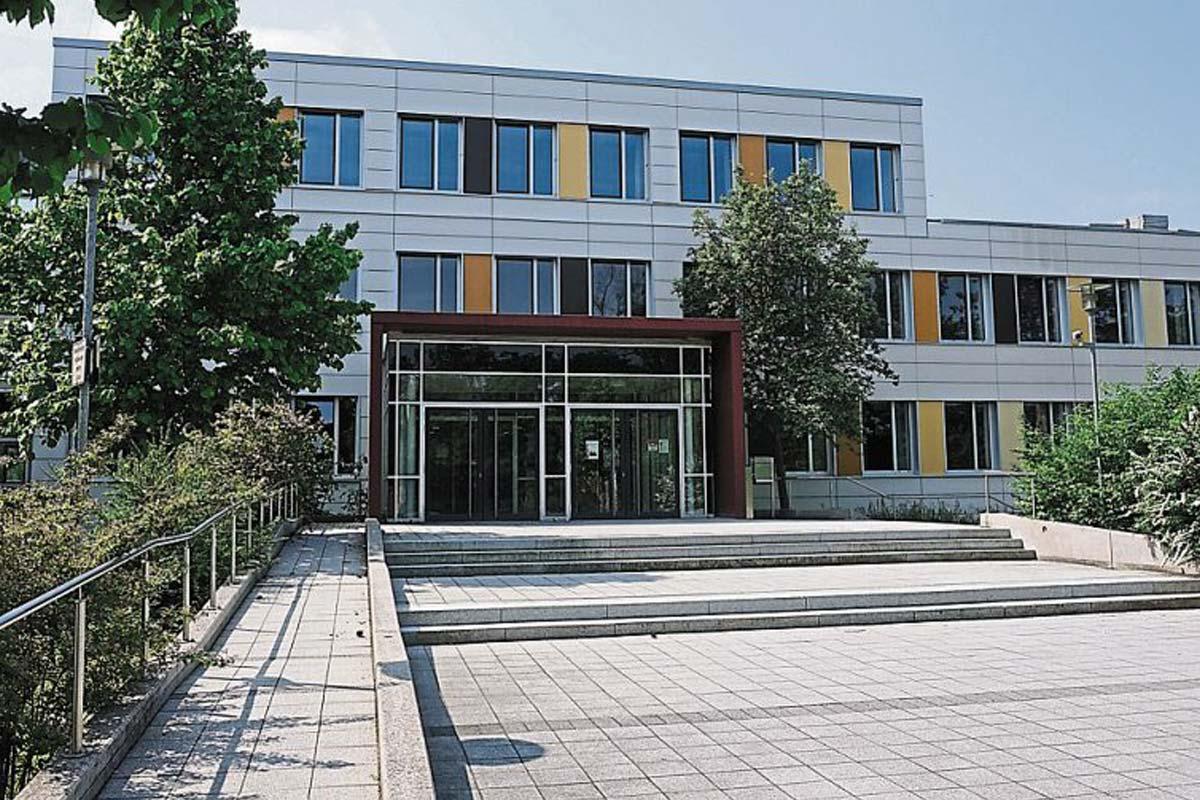 Modern, stilvoll, technisch perfekt - so ist das neue Dossenberger Gymnasium nach dem Umbau.